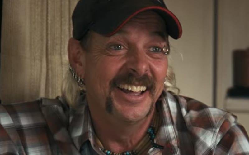 Joe-Exotic-smiling