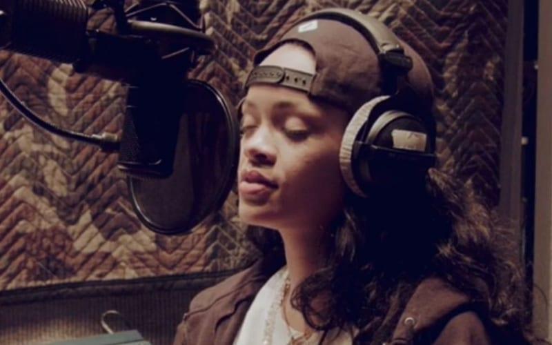 Rihanna-in-the-studio