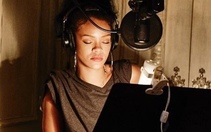 rihanna-recording-music