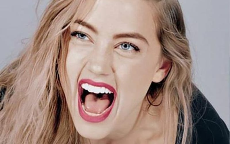Amber-Heard-Laughing
