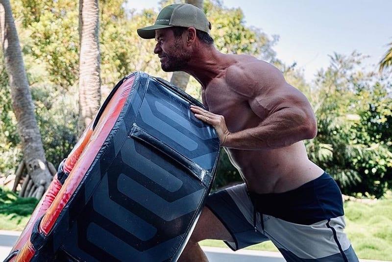Chris-Hemsworth-jacked-2021