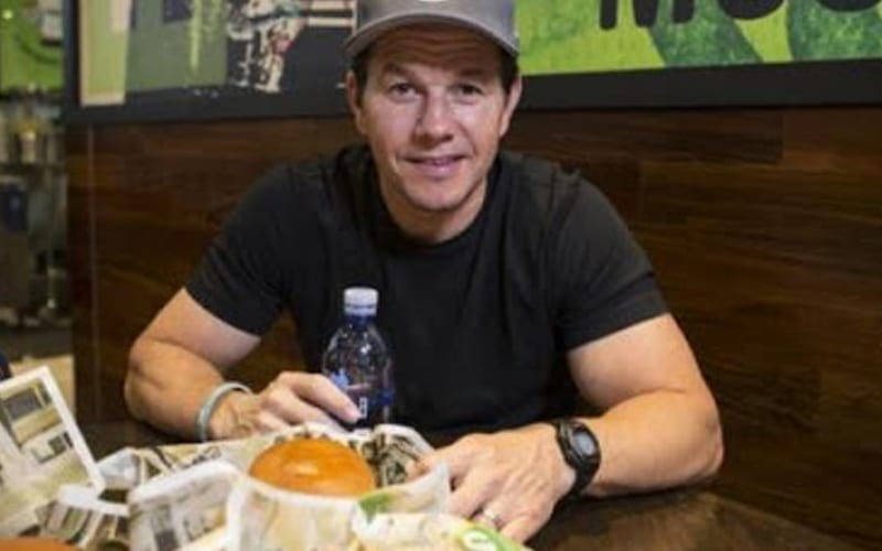 Mark-Wahlberg-eating