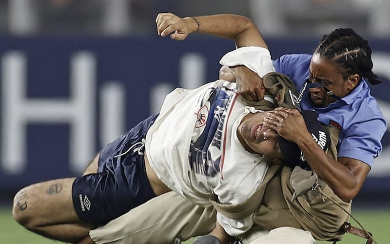 Yankees Fan Gets Destroyed By Security Guard After Rushing The Field